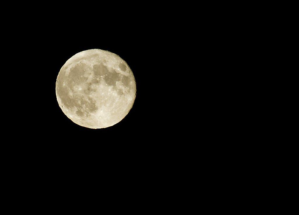 Weißer Mond
